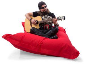 sitzsack kinzler mann mit gitarr