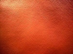 Rotes Leder von einem Sitzsack